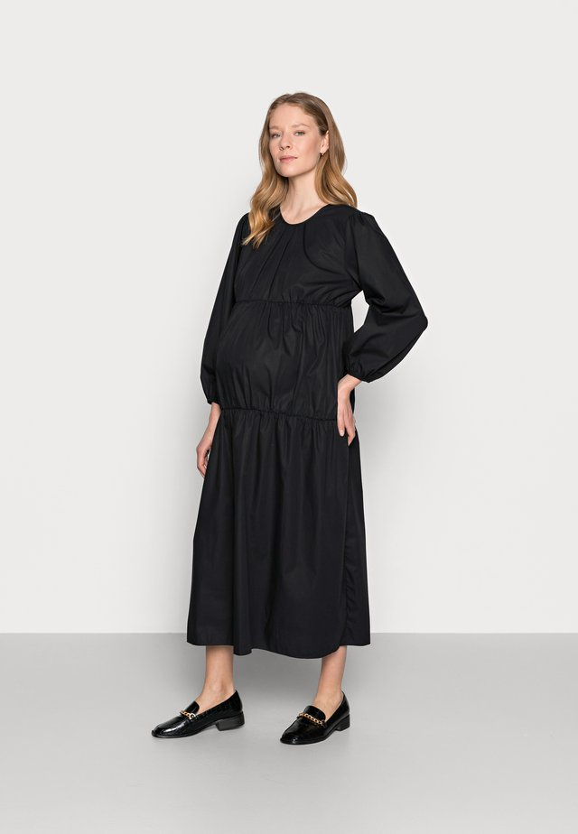 SMOCK TIERED DRESS - Denní šaty - black