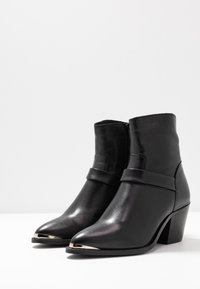 Vero Moda - VMKENA BOOT - Cowboy/biker ankle boot - black - 4