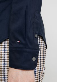 Tommy Hilfiger - HERITAGE SLIM FIT - Button-down blouse - midnight - 3