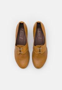 lilimill - Classic heels - ocra - 5