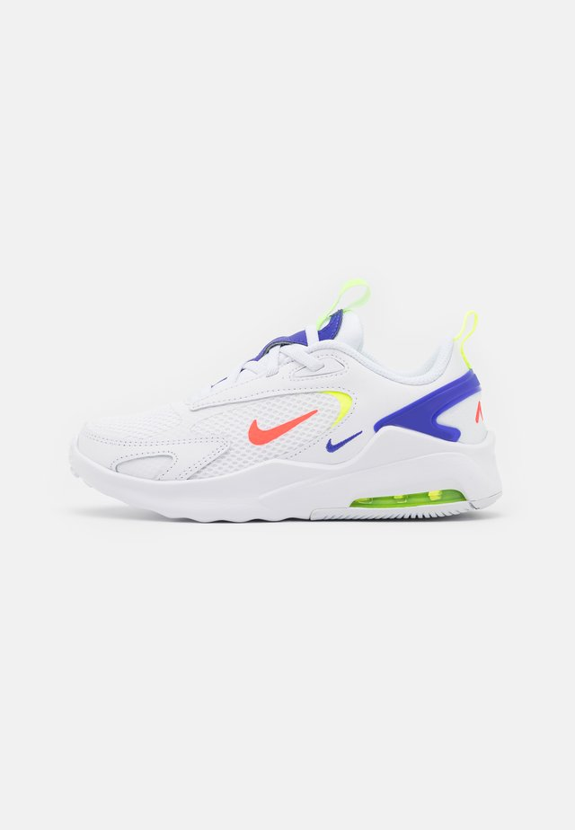 AIR MAX BOLT UNISEX - Sneakers laag - white/bright crimson/volt/indigo burst