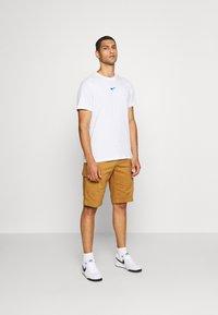 Nike Sportswear - Triko spotiskem - white - 1