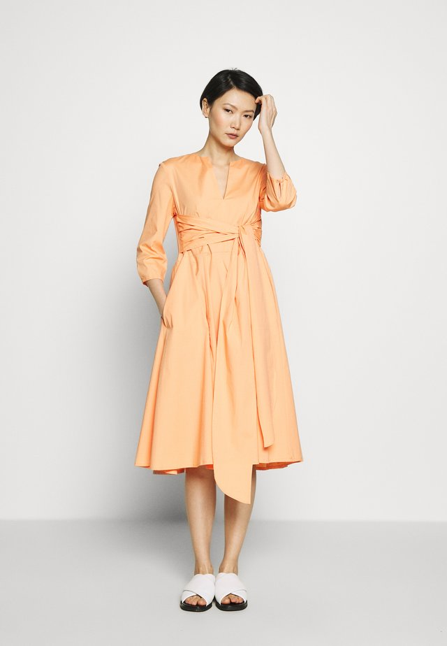 DIONISIO - Cocktailkleid/festliches Kleid - orange