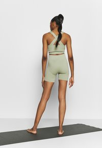 South Beach - SEAMLESS CYCLE SHORT - Medias - dessert sage - 2