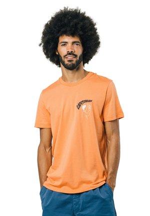 CAPETONIAN - Print T-shirt - orange