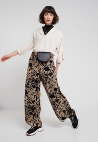 Karen by Simonsen - LUCKY PANTS - Bukser - cork - 1