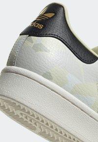 adidas Originals - SUPERSTAR SHOES - Baskets basses - white - 10