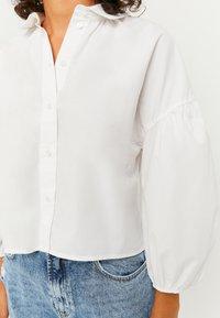 TALLY WEiJL - PUFFÄRMELN - Button-down blouse - whi006 - 3