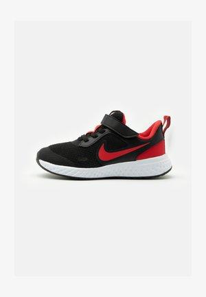 REVOLUTION 5 UNISEX - Neutrální běžecké boty - black/university red/white