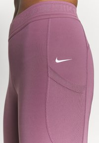 Nike Performance - 7/8 FEMME - Tights - light mulberry/white - 5