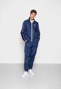 Nike Sportswear - SUIT BASIC - Tuta - midnight navy/white - 0