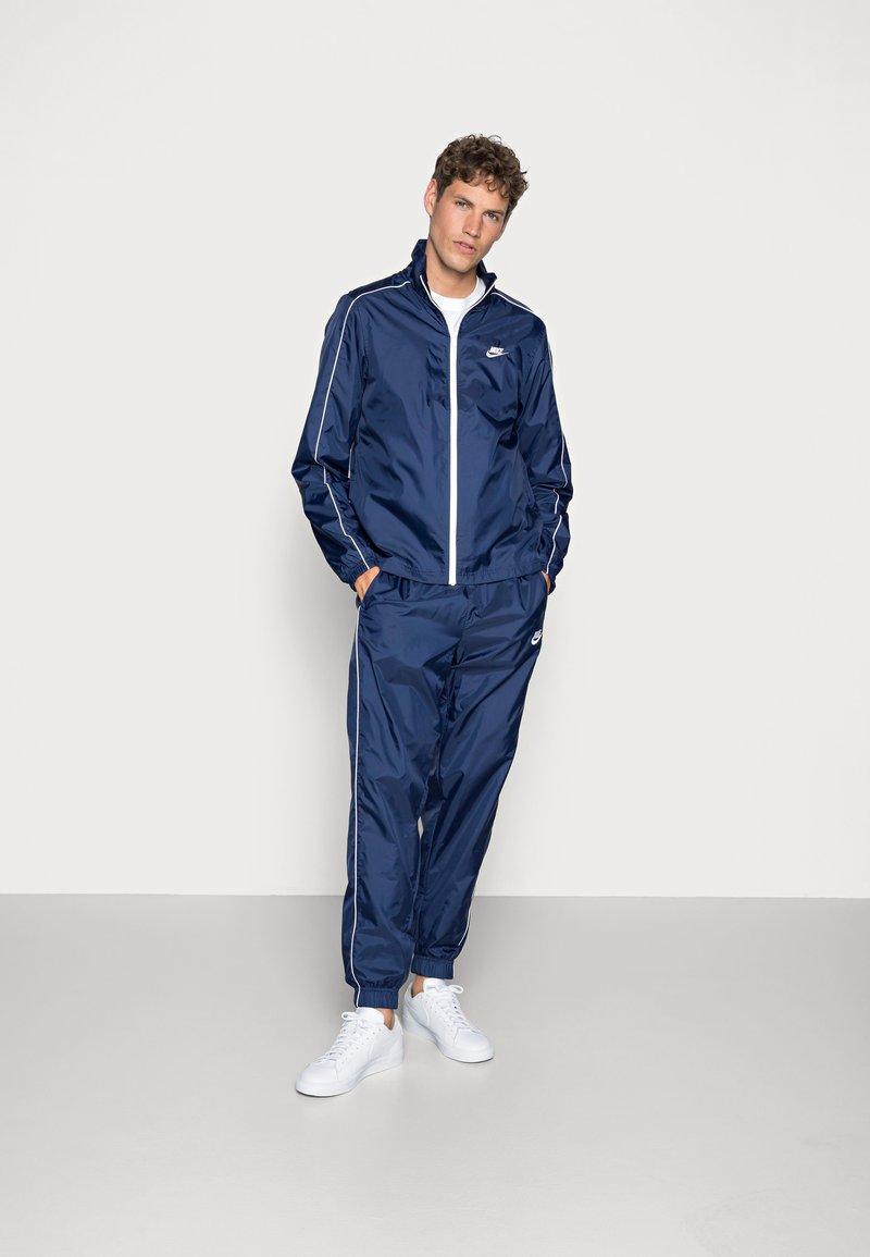 Nike Sportswear - SUIT BASIC - Tuta - midnight navy/white