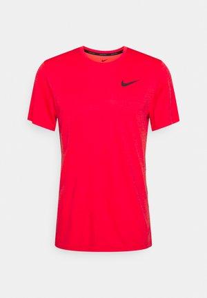 HYPER DRY - T-shirts print - chile red/magic ember/heather/black
