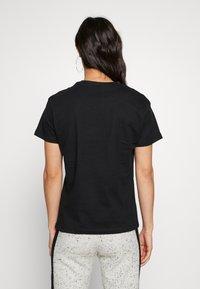 Karl Kani - SIGNATURE BASIC TEE - T-shirt con stampa - black/white - 2