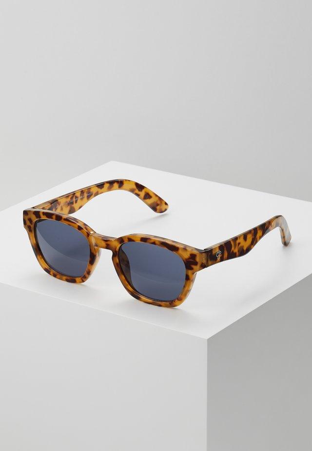 VIK - Sluneční brýle - leopard/black