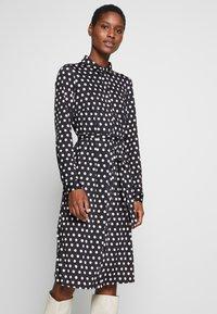 Wallis - SPOT DRESS - Sukienka z dżerseju - black/white - 0