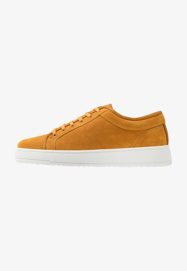 Sneakers - sunflower