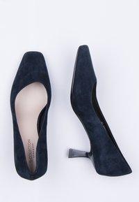TJ Collection - Classic heels - dark blue - 4