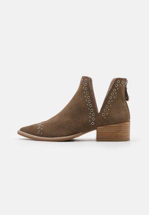 EPYR - Boots à talons - beige