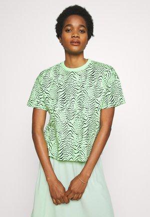 LEAH - Camiseta estampada - green ash/black