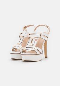 Laura Biagiotti - Sandalen met plateauzool - white - 2