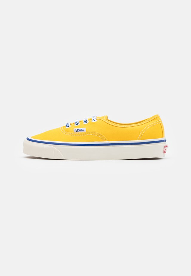 ANAHEIM AUTHENTIC 44 DX UNISEX - Trainers - yellow/white