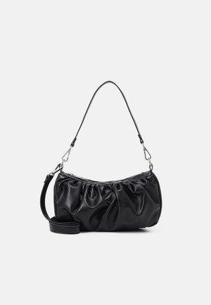 PCFNULLE CROSS BODY - Handbag - black