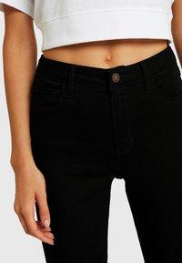 Hollister Co. - HIGH RISE SUPER - Jeans Skinny Fit - black clean - 5