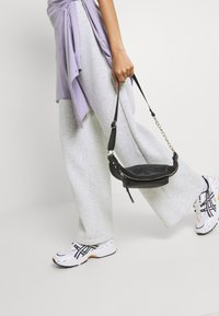 Nly by Nelly - MY BEST PANTS - Tracksuit bottoms - grey melange - 3