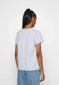 Levi's® - PERFECT TEE - Basic T-shirt - pearl gray - 2