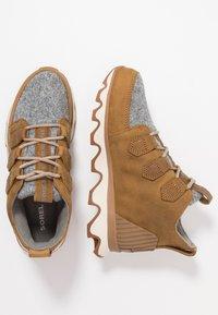 Sorel - KINETIC CARIBOU - Ankle boots - camel brown - 3