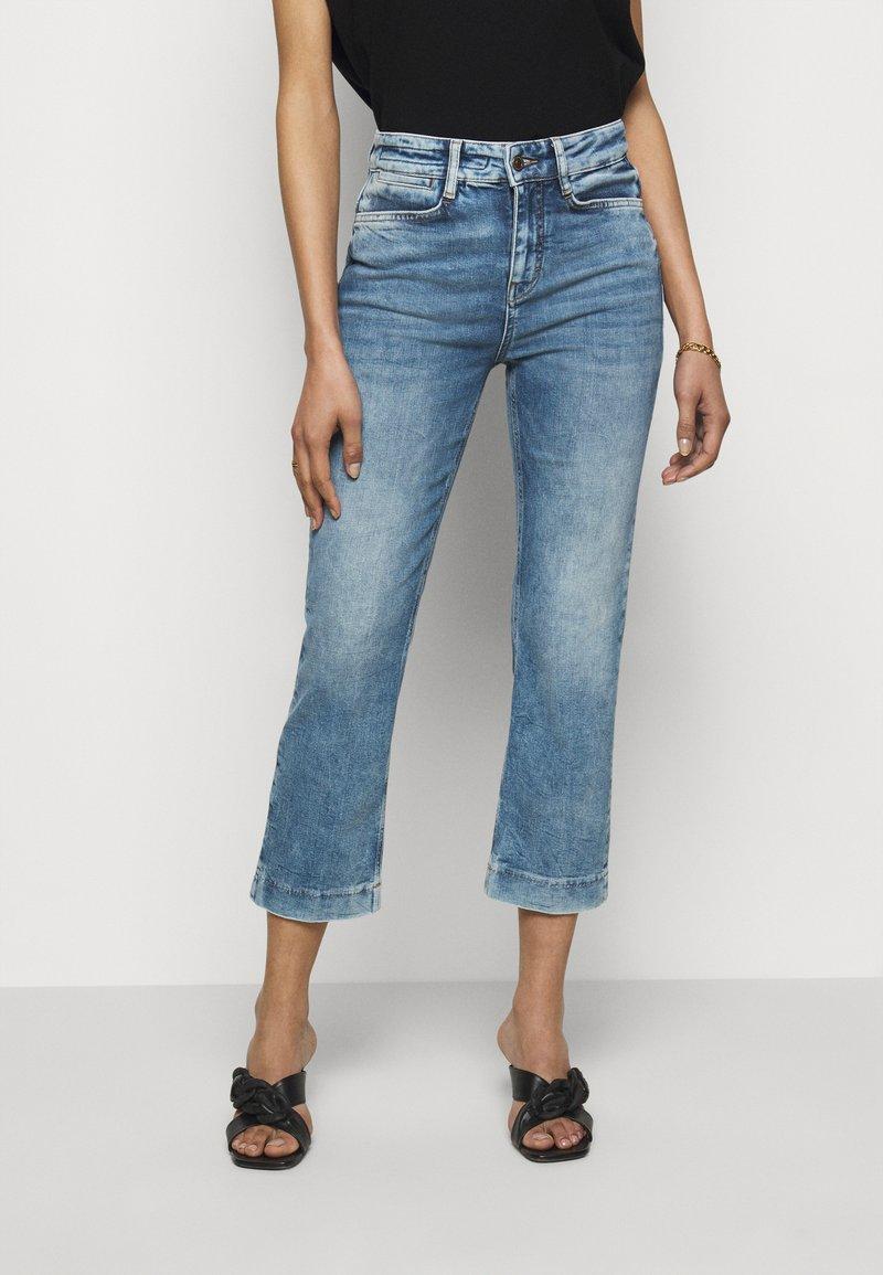 DRYKORN - SPEAK - Flared Jeans - blau