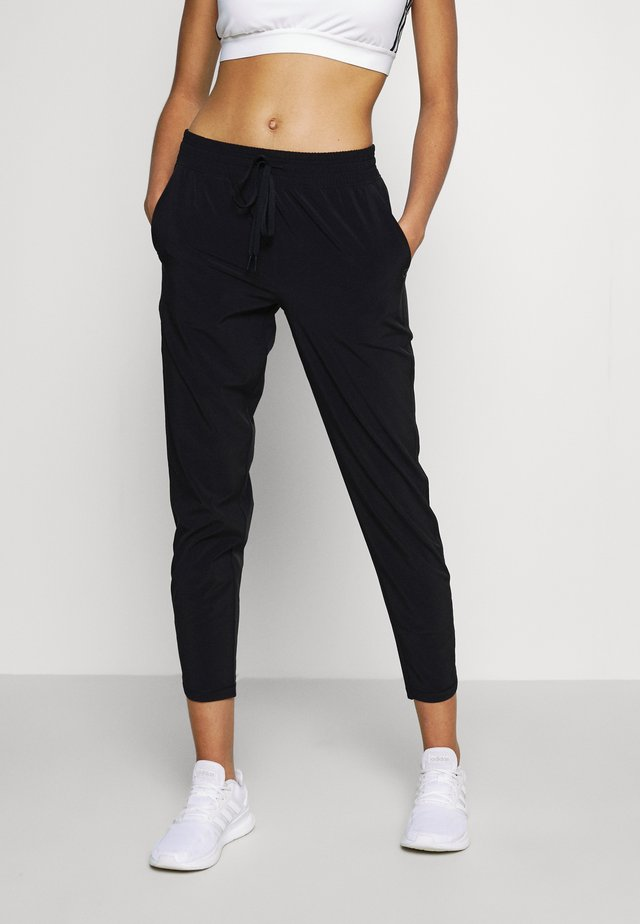 TAPERED PANT - Tracksuit bottoms - true black