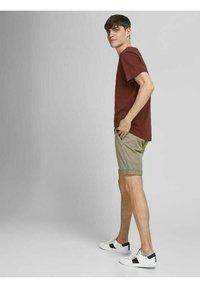 Jack & Jones - Shorts - crockery - 4