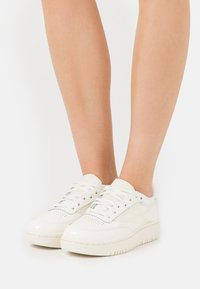 Reebok Classic - CLUB C DOUBLE - Sneakers laag - chalk - 0