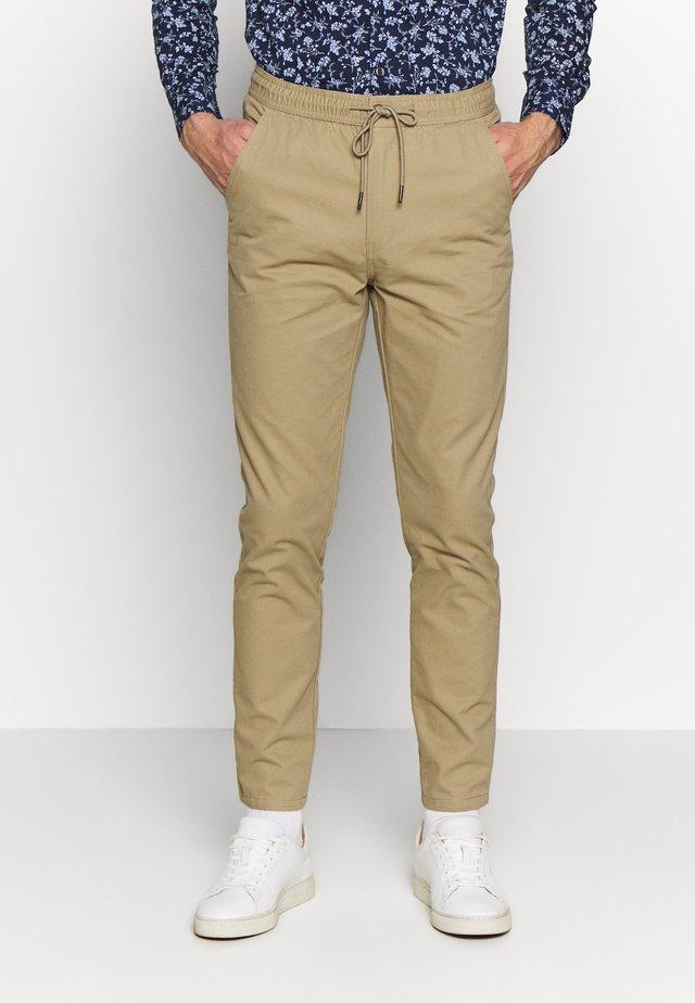 SLIM WASHED - Teplákové kalhoty - stone
