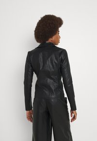 ONLY Tall - ONLMELISA BIKER - Giacca in similpelle - black - 2