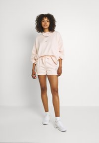 Nike Sportswear - Shorts - orange pearl - 1