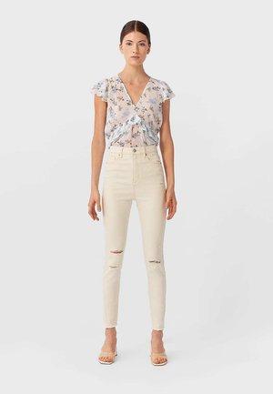MIT HOHEM BUND UND RISSEN  - Jeans Skinny - beige