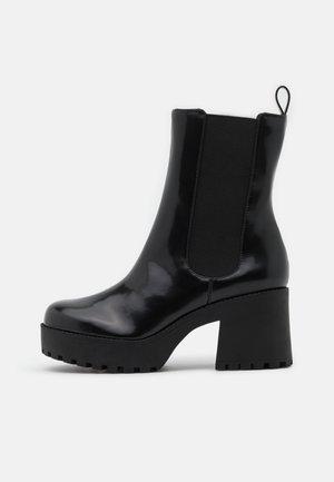 VEGAN MALWINA BOOT - Platåstøvletter - black
