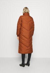 TOM TAILOR DENIM - REVERSIBLE MAXI PUFFER COAT - Zimní kabát - burnt hazelnut brown - 4