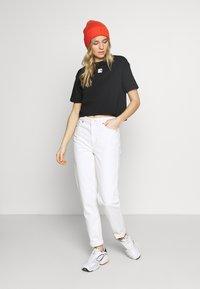 The North Face - W CENTRAL LOGO CROP TEE - T-shirt imprimé - black/white - 1
