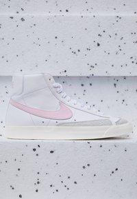 Nike Sportswear - BLAZER MID '77 UNISEX - High-top trainers - white/pink/sail - 2