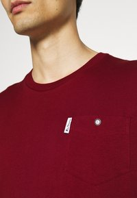 Ben Sherman - SIGNATURE POCKET TEE - Basic T-shirt - red - 3