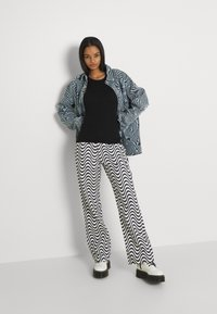 The Ragged Priest - WAVE - Džíny Relaxed Fit - white/black - 1