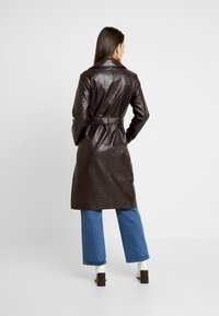 Dorothy Perkins - CROC - Trench - choc - 2