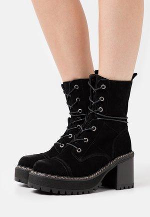 JORDAN - Kotníkové boty na platformě - black