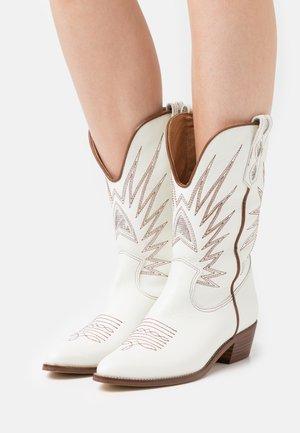 ROSE - Cowboy/Biker boots - blanco