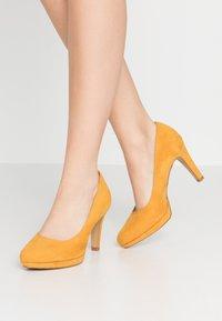 s.Oliver - Hoge hakken - saffron - 0