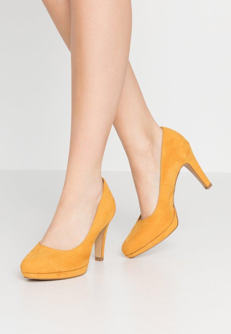s.Oliver - Hoge hakken - saffron